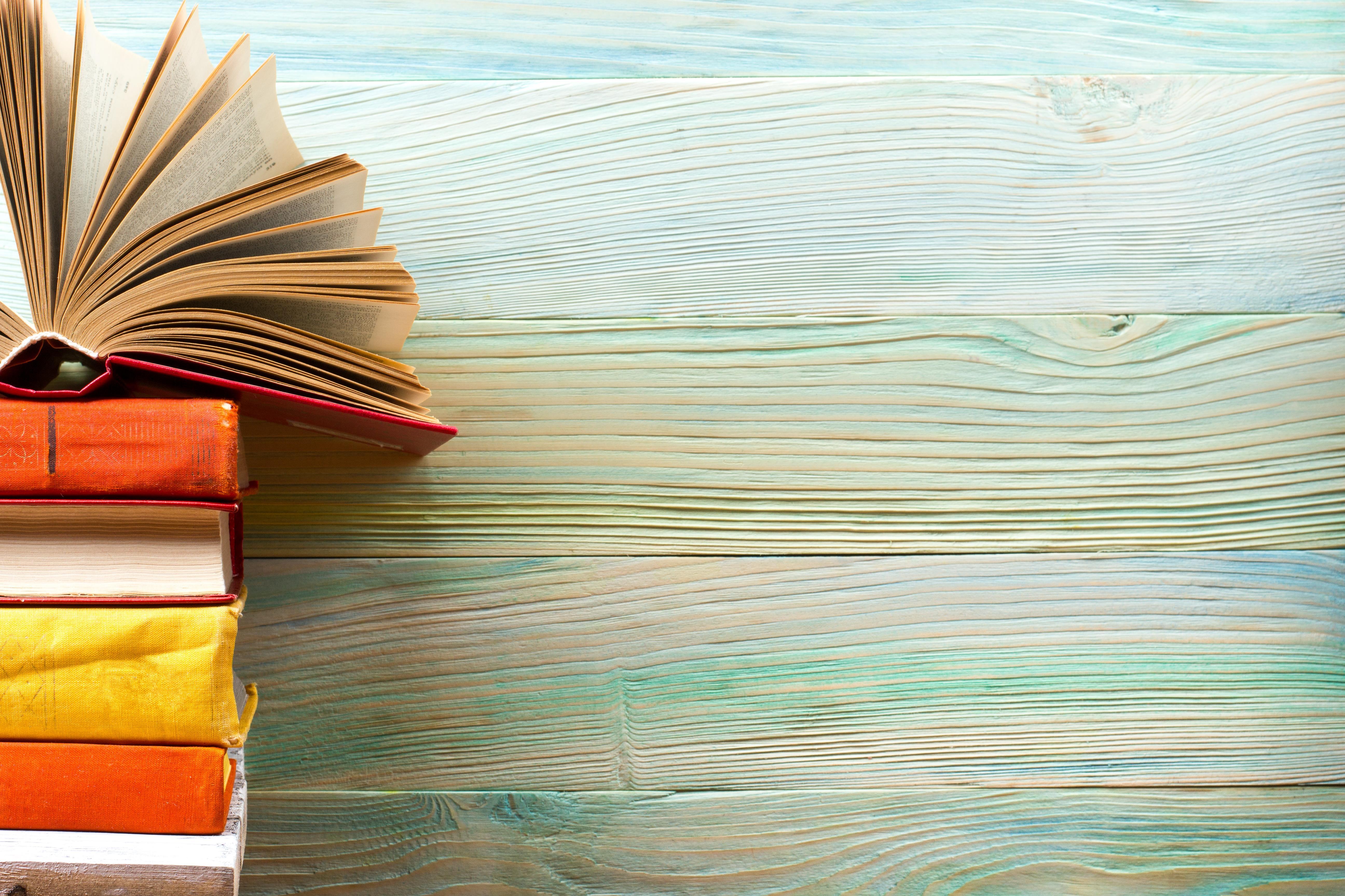 Na mesa-de-cabeceira: 7 livros que marcaram a semana