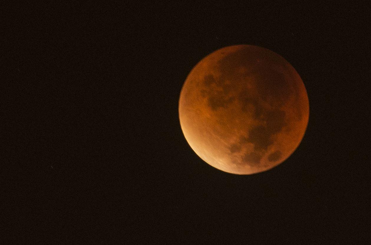 Como fotografar o maior eclipse lunar do século?