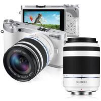 Samsung NX300 Branca + NX 18-55mm f/3.5-5.6 III OIS + 50-200mm f/4-5.6 OIS